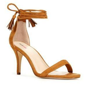 issie In Tan 8.5 Justfab Kitten Heels Sandals